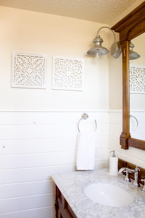 Farmhouse Powder Room | www.makingitinthemountains.com