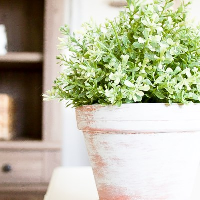 Farmhouse Home: Simple Vintage Inspired Whitewash Flower Pots