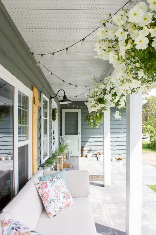 Bring farmhouse style to your Summer porch with these 5 simple ideas... www.makingitinthemountains.com