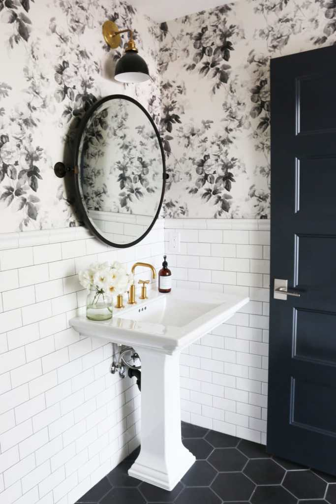 The easiest way to dress up your walls is to add in some fun wallpaper!  See where you can find the trendiest farmhouse style wallpaper without breaking the bank!