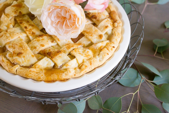 Turn any old pie into the prettiest farmhouse pie with this simple trick...