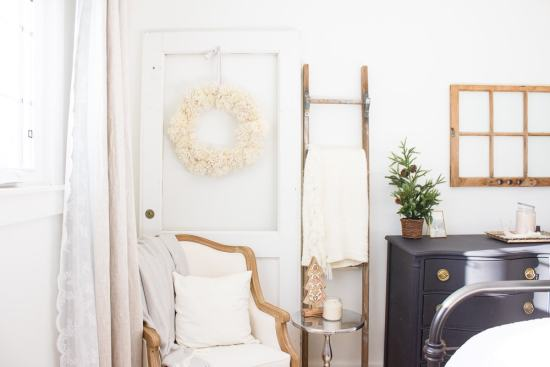 With it's neutral colours and cozy texture, this DIY pom pom wreath will look perfect hanging all Winter long! www.makingitinthemountains.com
