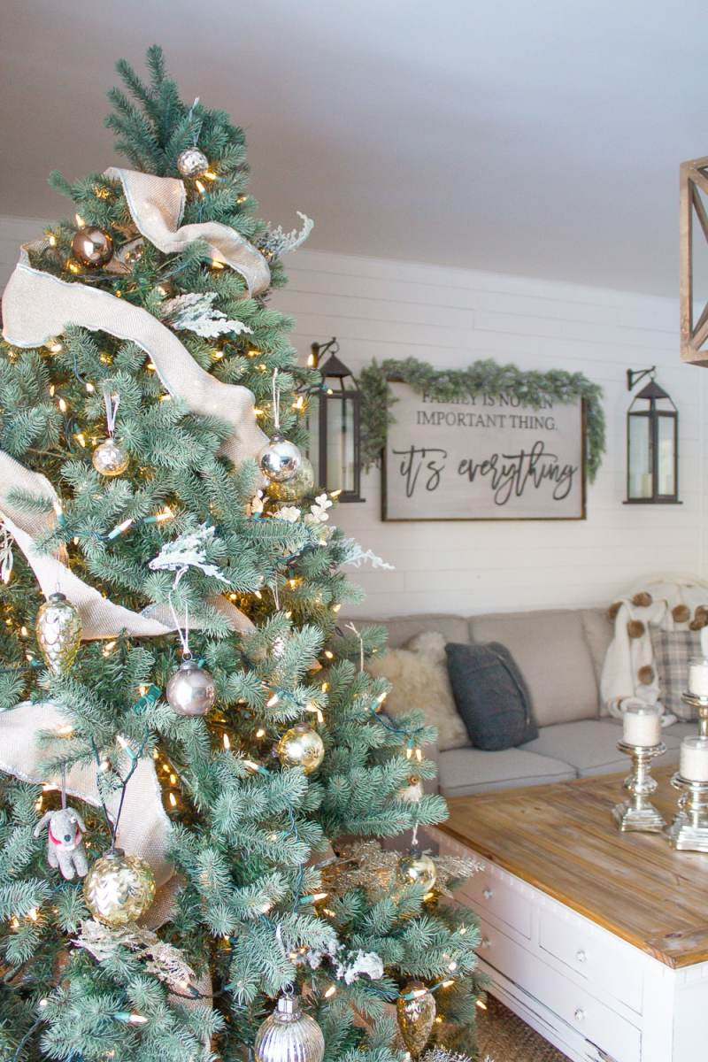 A Cozy Farmhouse Christmas Family Room