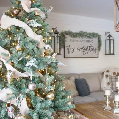 A Cozy Farmhouse Christmas Family Room