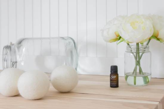 wool dryer balls, essential oil, laundry, flowers