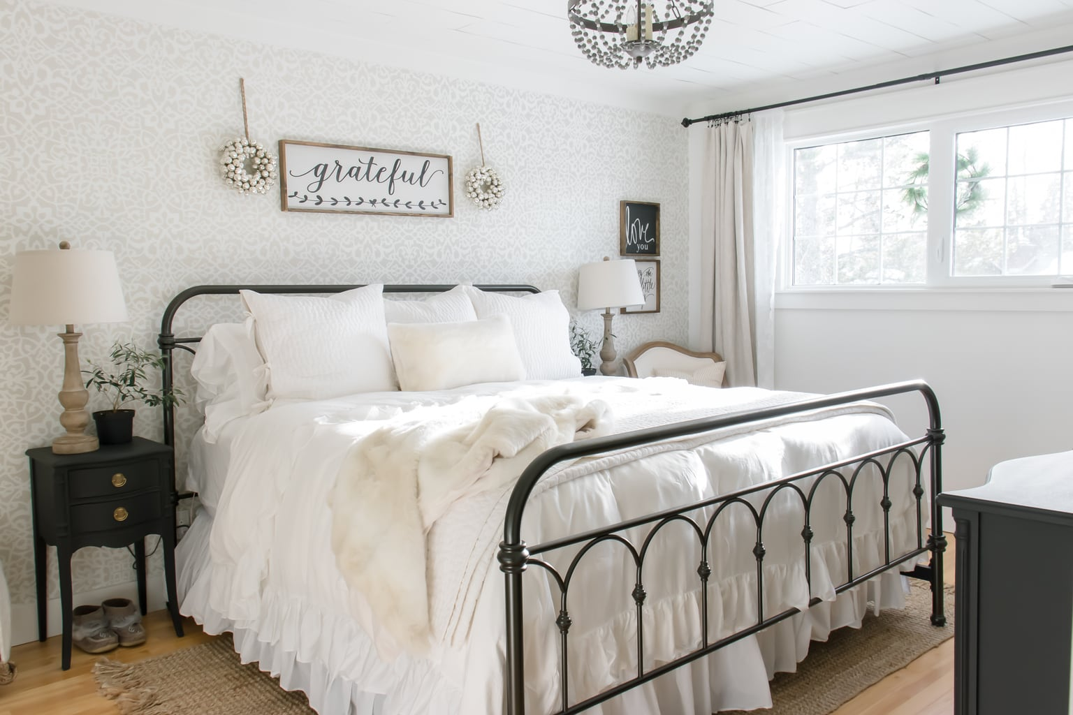 Simple Farmhouse Christmas Bedroom Decor - making it in ...