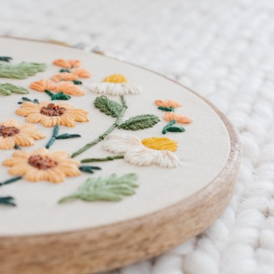 Simple Vintage Inspired DIY Floral Embroidery Art