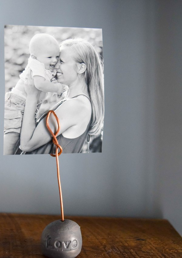 DIY Photo Display {Using Copper Wire and Clay}