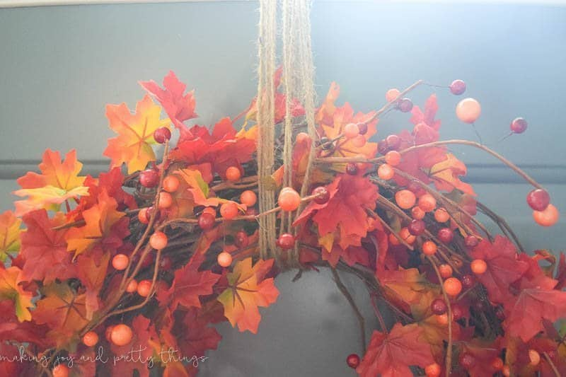 https://www.makingjoyandprettythings.com/diy-traditional-fall-wreath/