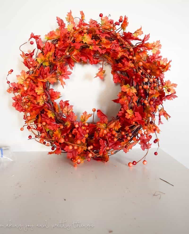http://www.makingjoyandprettythings.com/diy-traditional-fall-wreath/