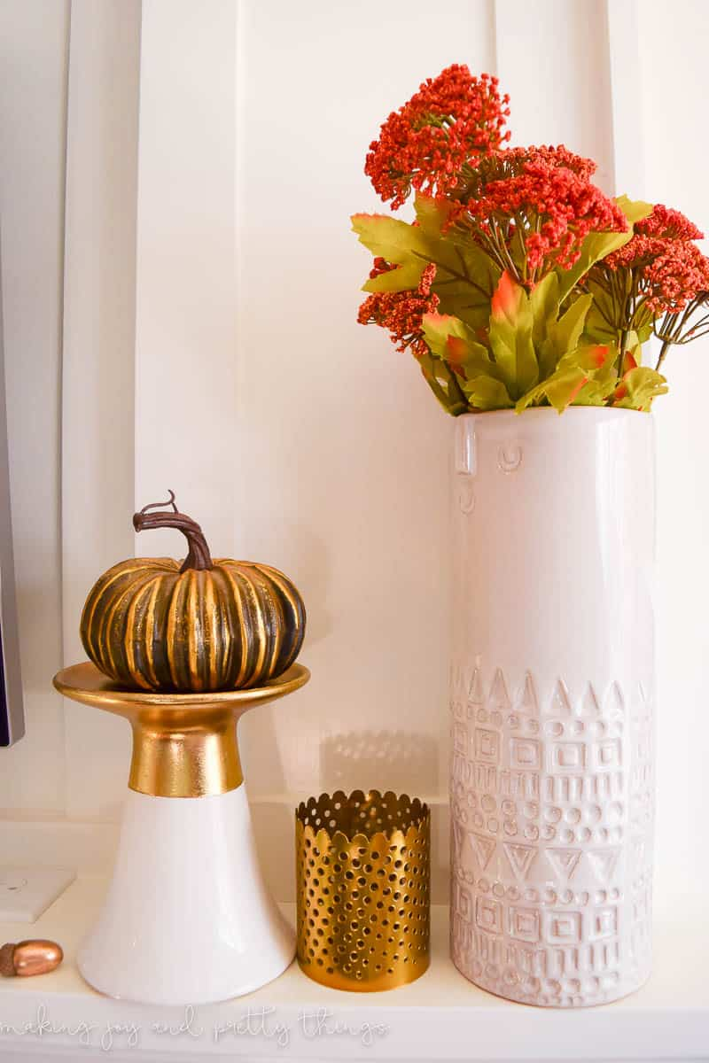 Traditional Fall Home Tour. Tons of inspiration for fall decor ideas and farmhouse fall decor.