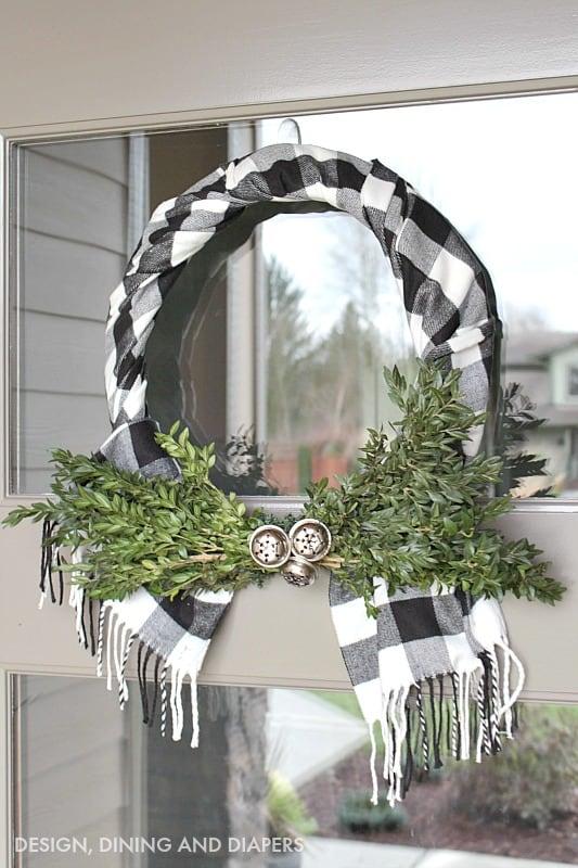 buffalo-check-wreath-using-a-scarf