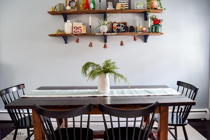 #christmas #diningroom #homedecor #christmasdecorations | christmas decorations | christmas in the dining room | decorate for christmas | dining room decor | dining room table | diy christmas decorations | decorating ideas | decorating for christmas