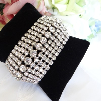 The Glamour of Rhinestone Jewelry – Vintage Bling