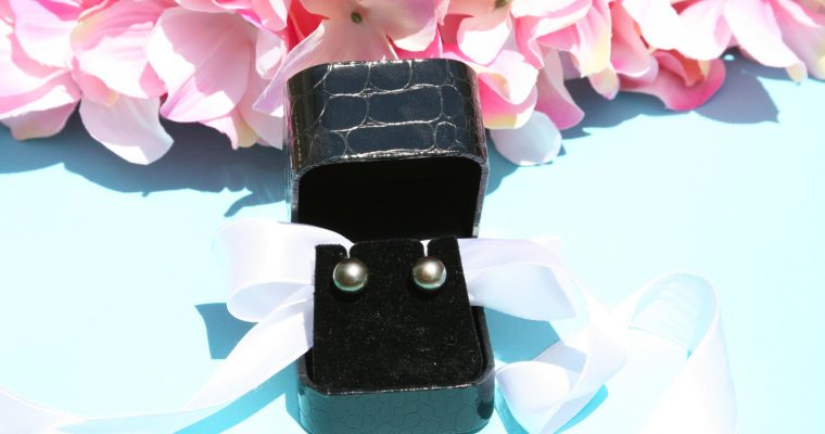How to Easily Add Variety to Your Wardrobe With Pearl Earrings – A Review