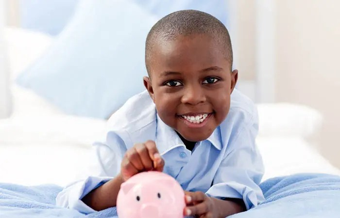 10 Simple Ways to Teach Kids About Money | It's up to us as parents to educate our kids about personal finances. I love these ways we can incorporate learning about money into everyday life.