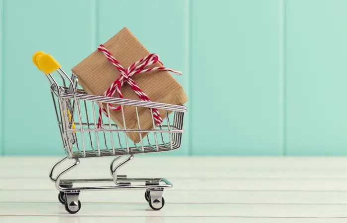 The holidays can be SO expensive. These are some great, yet simple tips to implement that will help save a hundred bucks or even more!