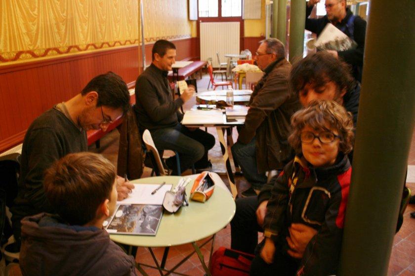Samuel Ménétrier crée l'événement BD en dédicaçant Malenfer t2 avant sa sortie dans une librairie de Rochefort.