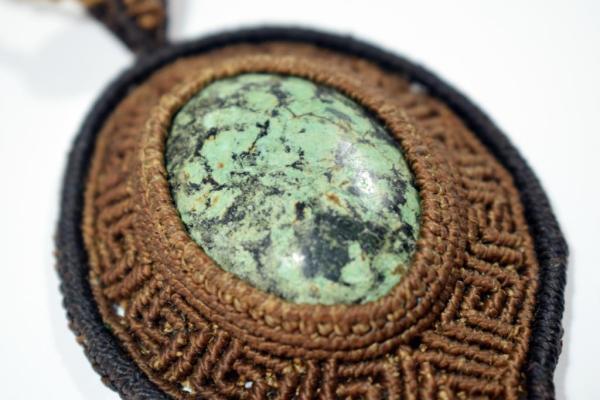 Colgante con piedra dioptasa
