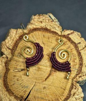 Pendientes de bronce y macrame elegantes