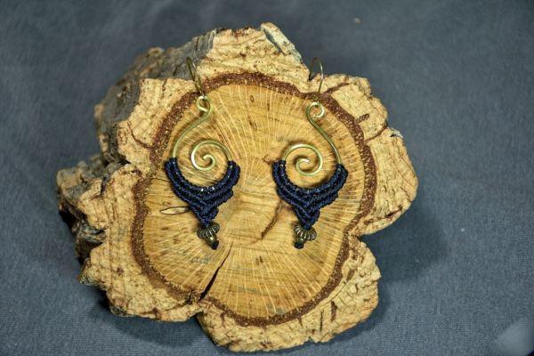 Pendientes de macrame y espiral de bronce