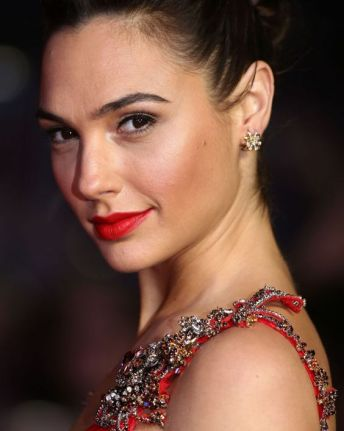 gal-gadot-2016-photo-18