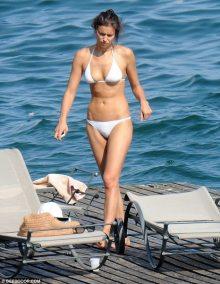 Irina Shayk 2015 Temmuz Beyaz Bikinisiyle 8 - Irina Shayk (irina Şeyklislamova)