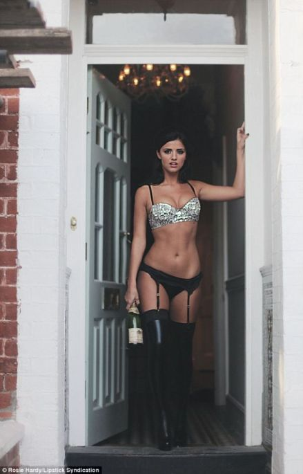 Lucy-Mecklenburgh-7774