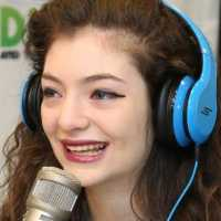 meet-lorde-the-youngest-singer-to-be-no1-on-the-billboard-chart-in-26-years