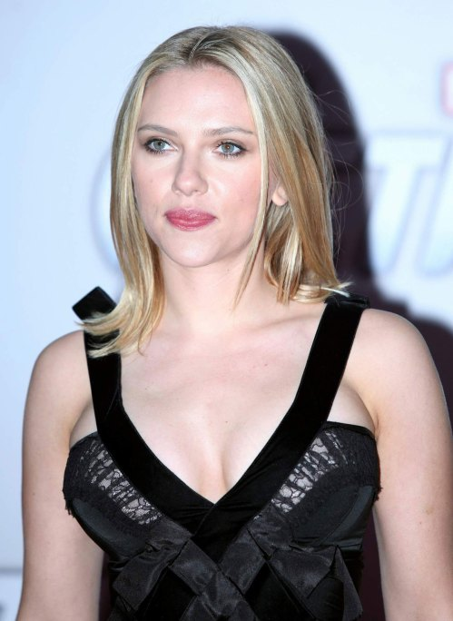 SCARLETT JOHANSSON at The Avengers Premiere