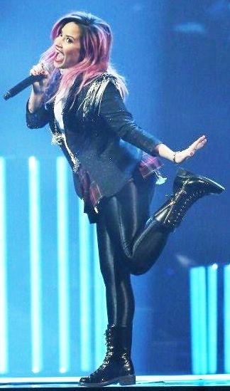 Demi-Lovato-12