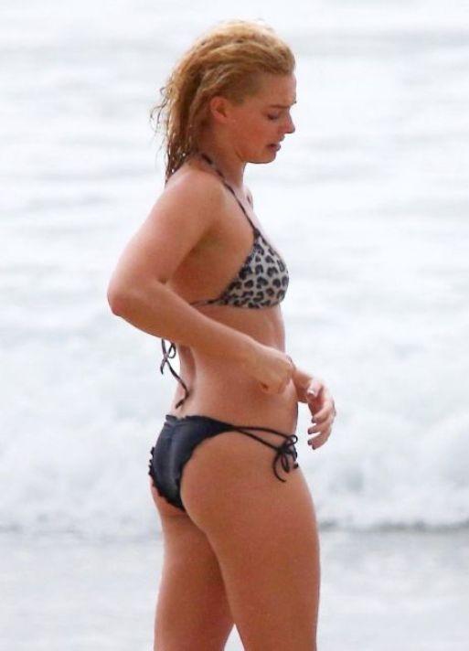 Margot-Robbie-Bikini-2015-3