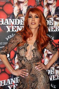 Hande-Yener-2014-8