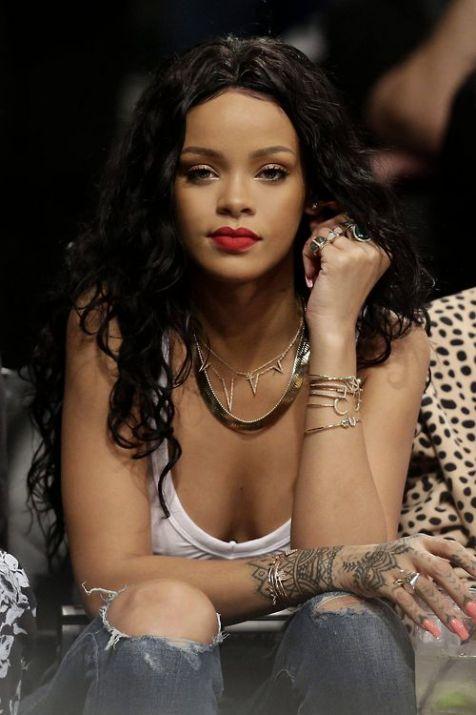 Rihanna-12