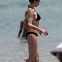 Anne-Hathaway-Bikinili-9