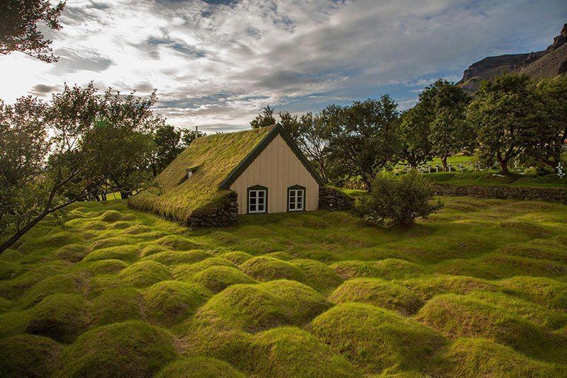 Hofskirkja,-İzlanda Çatısında Doğa Barındıran Evlerin Diyarı!