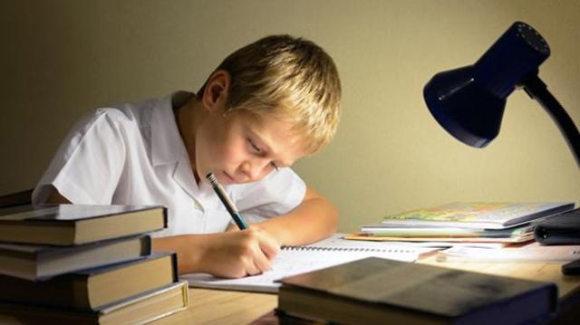 Çocuğunuza Ödev Yapma Alışkanlığı Kazandırmanın 7 Etkili Yolu