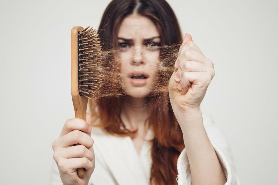Doğum Sonrası Saç Dökülmesi Neden Olur ?