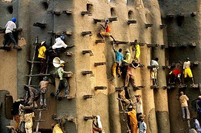Batı Afrika'nın Duvarlarıyla Ünlü Kenti Neresi?