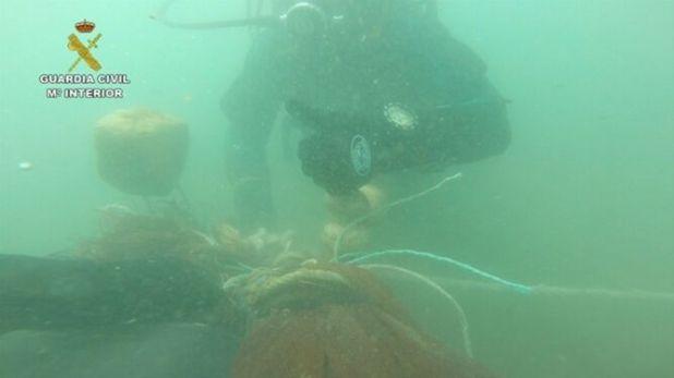 Una de las imágenes que dejó la operación de la Guardia Civil contra la pesca furtiva de inmaduros
