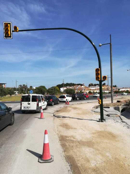 semáforos que se activaran el 21 de mayo junto al carril reversible de acceso al PTA