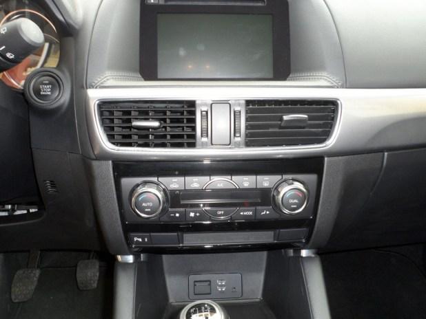mazda-cx5-interior-pantalla-02
