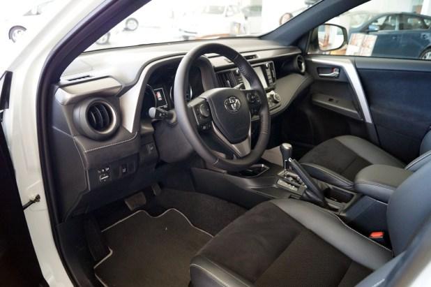 Interior del Toyota RAV-4 Híbrido