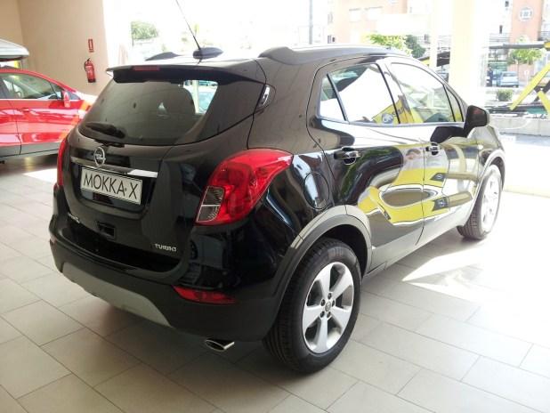 Aspecto trasero, con las nuevas ópticas, del Opel Mokka X.