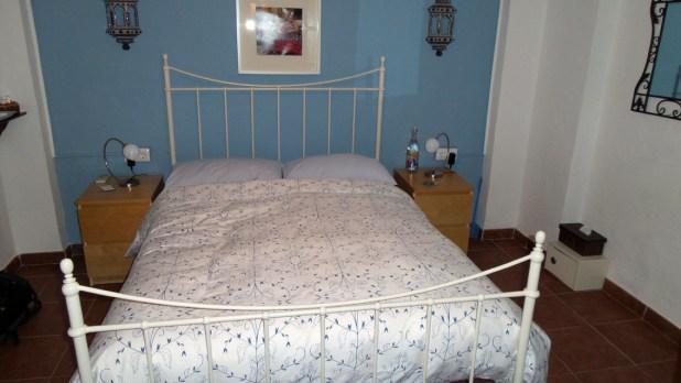 En las habitaciones se combinan los tonos pasteles con el blanco.