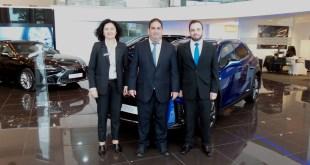 Beatriz Garrido, Jesús Román y Francisco Mancilla, equipo de ventas Lexus Cumaca.