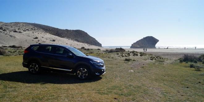 Honda CR-V en la zona conocida como Playa de Los Genoveses.