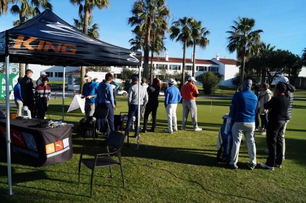 Entrega de premios a los primeros clasificados en el Torneo de Golf organizado por Agprotour.