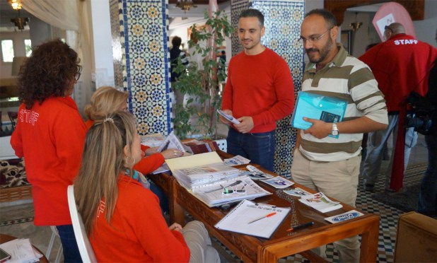 Recepción de participantes y verificaciones administrativas.