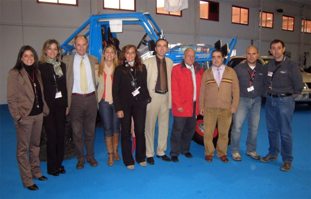 Personal de Autiberia, Opel y Suzuki, así como de Karavan Autocaravanas, junto a los monitores de conducción 4x4, José Luis Gallego y Alejandro Triviño.